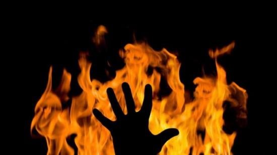 سعودي يحرق زوجته...