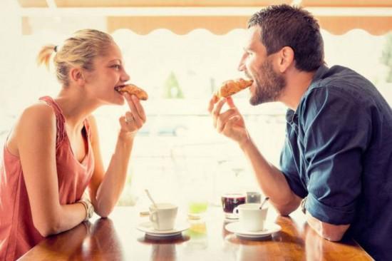 هل يزعجك صوت مضغ الطعام؟...